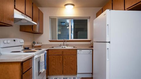 Photo of 451 W Broadway, Eugene, OR 97401
