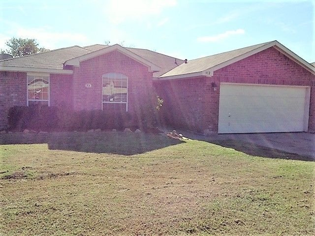 912 Creekview Dr, Waxahachie, TX 75165