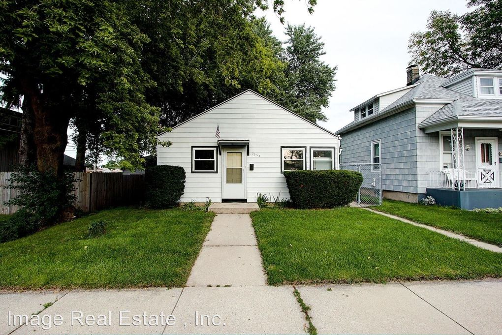 3353 Tenth Ave, Racine, WI 53402