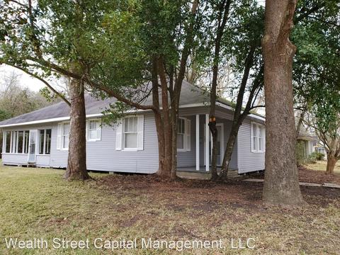 605 Roosevelt Dr, Silsbee, TX 77656