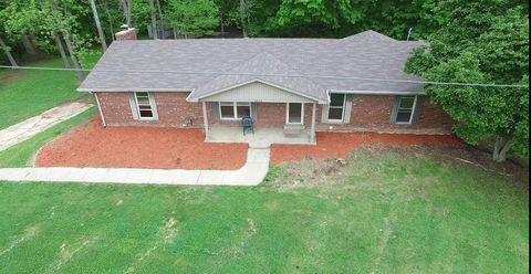 Photo of 1916 Beechlawn Dr, Clarksville, IN 47129