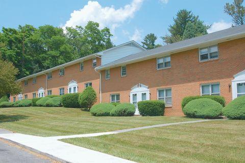 Photo of 309 Apartment Heights Dr, Blacksburg, VA 24060