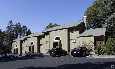 Photo of 630 Oaklawn Ave, Cranston, RI 02920
