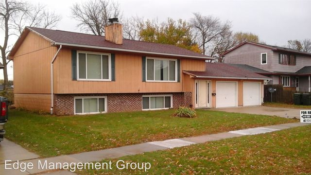 1203 Kaplan Dr Waterloo IA 50702