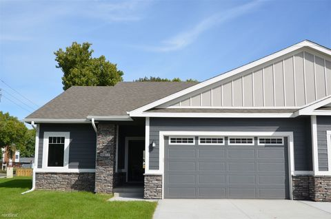 Photo of 4477 Lower Beaver Rd, Des Moines, IA 50310