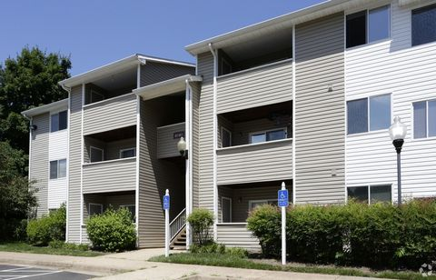 Photo of 8178 Peakwood Ct, Manassas, VA 20111