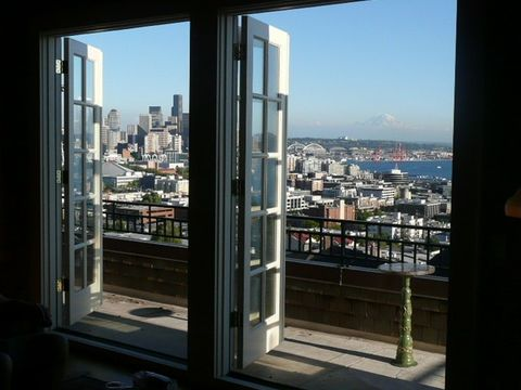 Photo of 604 W Kinnear Pl, Seattle, WA 98119