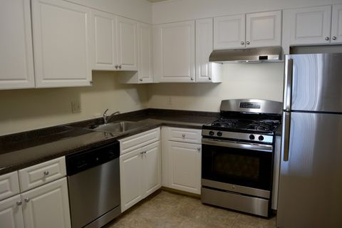 1 Canton Rd, Quincy, MA 02171