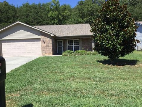 Photo of 3020 Country Meadows Ln, Maryville, TN 37803