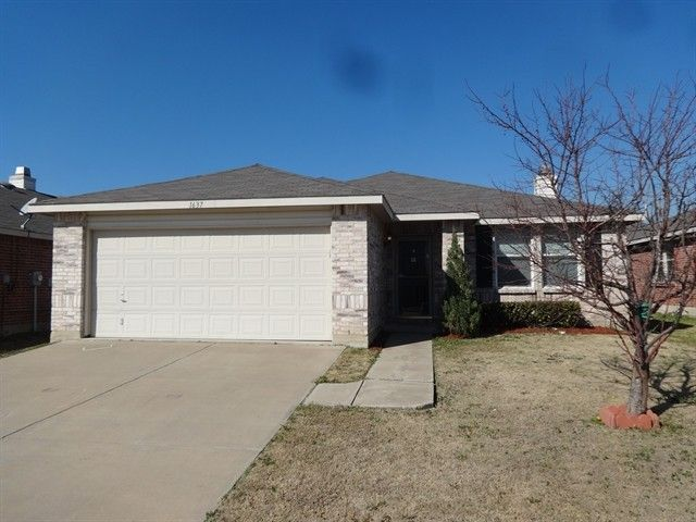 1637 Baxter Springs Dr, Fort Worth, TX 76247