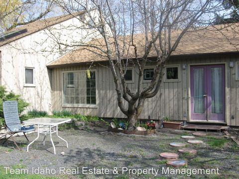 1404 E F St, Moscow, ID 83843