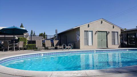 Photo of 215 W Santa Ana Ave, Clovis, CA 93612