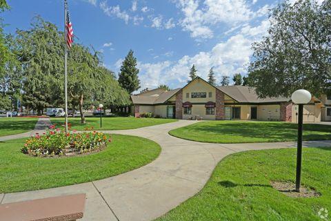 949 E Annadale Ave, Fresno, CA 93706