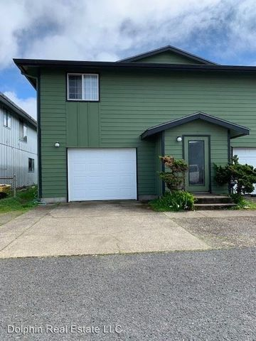 Photo of 530 Sw Fall St Apt K, Newport, OR 97365
