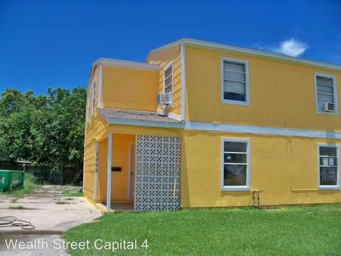 Photo of 1020 5th Ave, Texas City, TX 77590