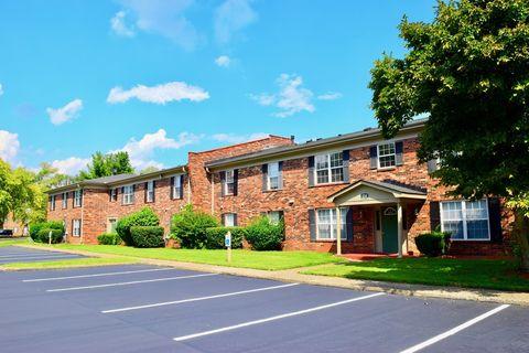 Photo of 1718 Bridgeview Ln, Louisville, KY 40242