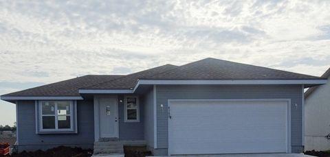 Photo of 4308 Se Grand Oaks Ave, Topeka, KS 66609