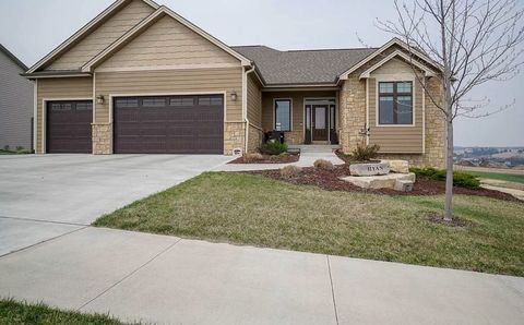 Photo of 3009 Fieldhouse Cir, Manhattan, KS 66503