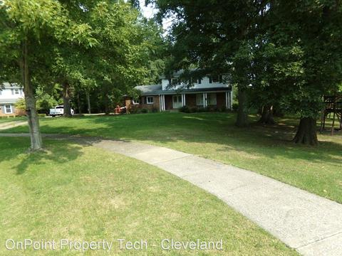 9237 White Oaks Cir, Brecksville, OH 44141