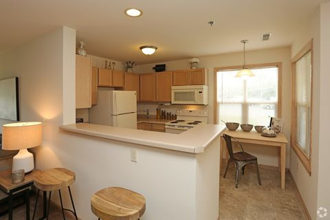 2200 S Clubhouse Dr, New Berlin, WI 53151