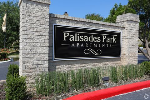 Photo of 165 Palisades Dr, Universal City, TX 78148