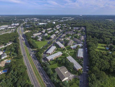 Photo of 1710 Devonshire Rd, Hauppauge, NY 11788