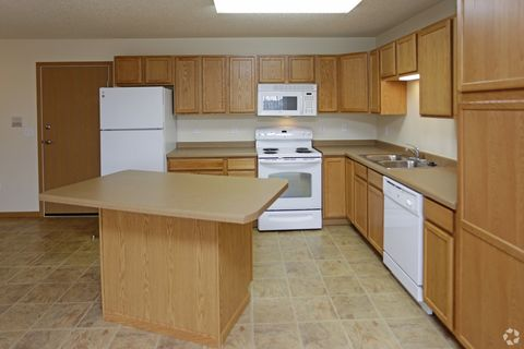 4422 4450 30th Ave S Fargo ND 58104