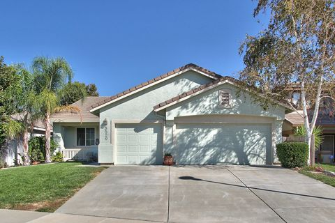 8529 Foxberry Ct, Elk Grove, CA 95624