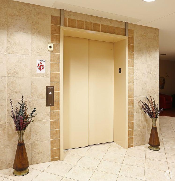Burnsville Apartments: 12312 Parkwood Dr, Burnsville, MN 55337