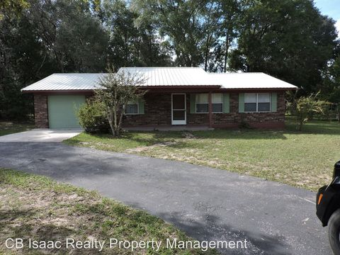 102 Swans Nest Cir, Melrose, FL 32666