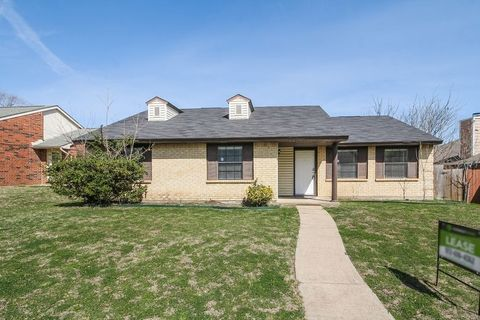 Photo of 7405 Red Osier Rd, Dallas, TX 75249