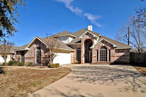 Photo of 1333 Gatewood Dr, Keller, TX 76248