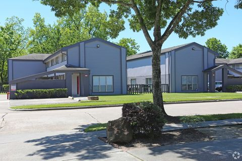 Photo of 300 Belmont St, Tomball, TX 77375