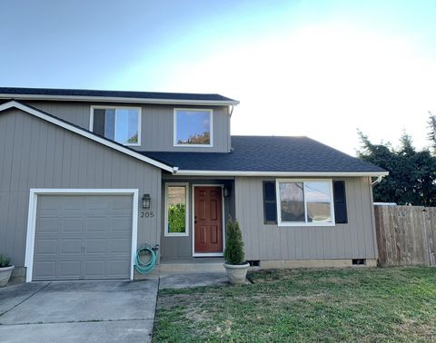 Photo of 205 S 2nd St, Creswell, OR 97426