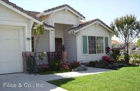 9051 Loganberry Dr, Gilroy, CA 95020