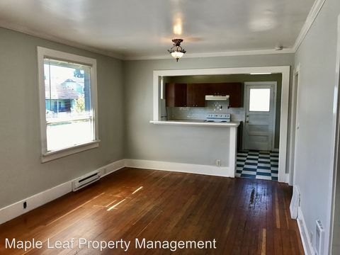 Photo of 7103 Linden Ave N, Seattle, WA 98103