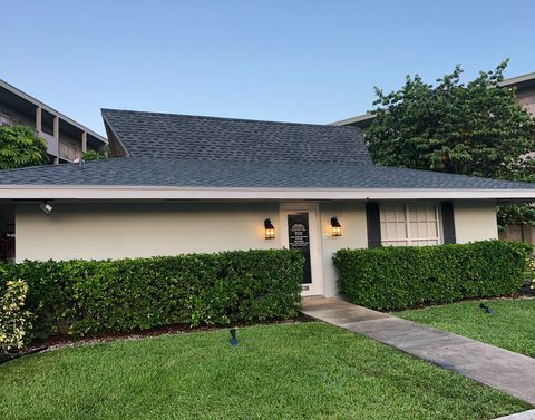 Photo of 537 S Sequoia Dr, West Palm Beach, FL 33409