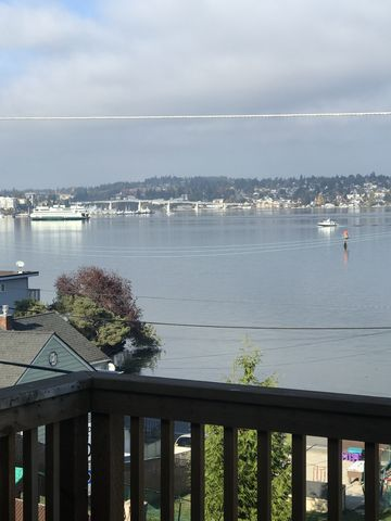 Photo of 596 Tracy Ave N, Port Orchard, WA 98366