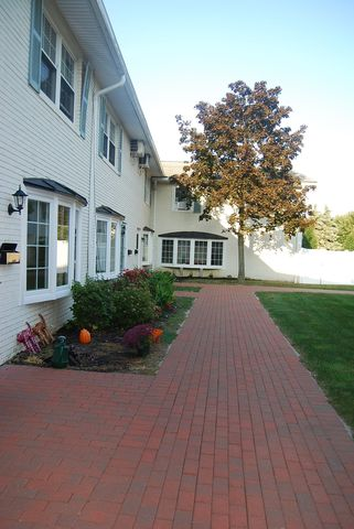 Photo of 8 Meadowlawn Dr Unit 16, Mentor, OH 44060