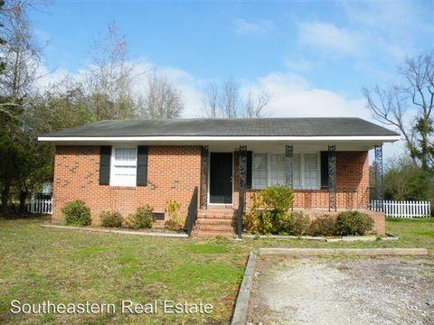 310 W Hayes St, Burgaw, NC 28425