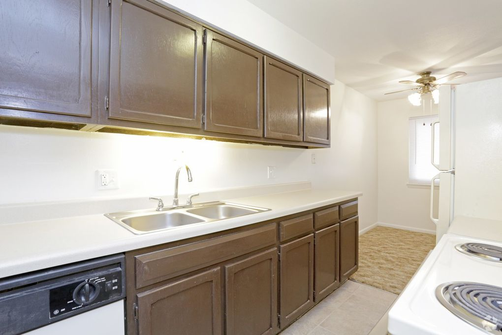 4627 N Knoxville Ave, Peoria, IL 61614 - realtor.com®
