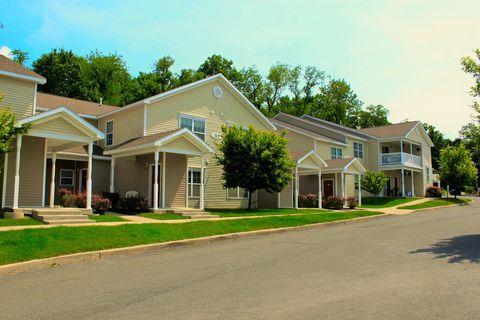Photo of 6601 Oak Hill Cir, Rensselaer, NY 12144