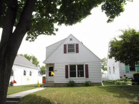 Photo of 8125 W Lorraine Pl, Milwaukee, WI 53222