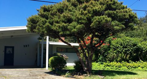 Photo of 387 Hemlock St, Florence, OR 97439