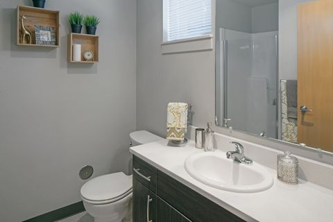 2850 Shadow View Dr, Eugene, OR 97408