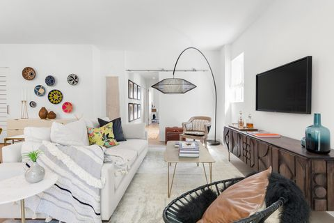 572 11th Ave, New York, NY 10036. Apartment For Rent