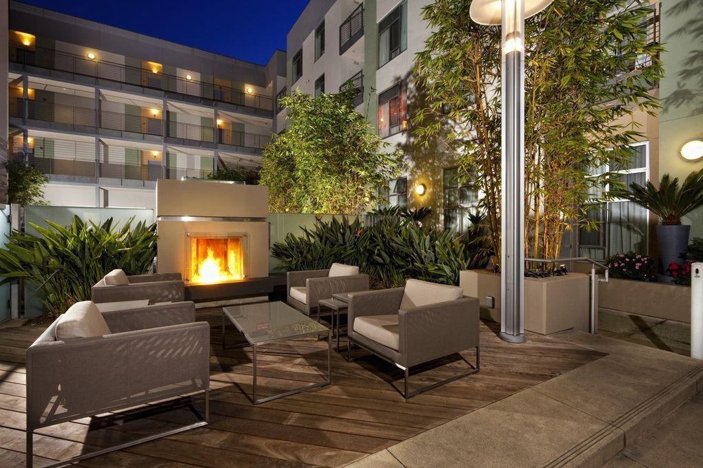 1555 N Vine St, Los Angeles, CA 90028