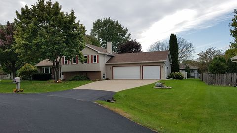 Photo of 1379 Oakwood Ct, Oshkosh, WI 54904