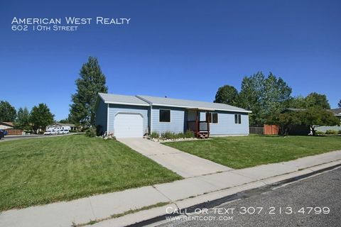 Photo of 602 10th St, Cody, WY 82414