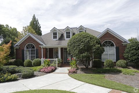 Photo of 1100 Park Creek Ct, Gainesville, GA 30504